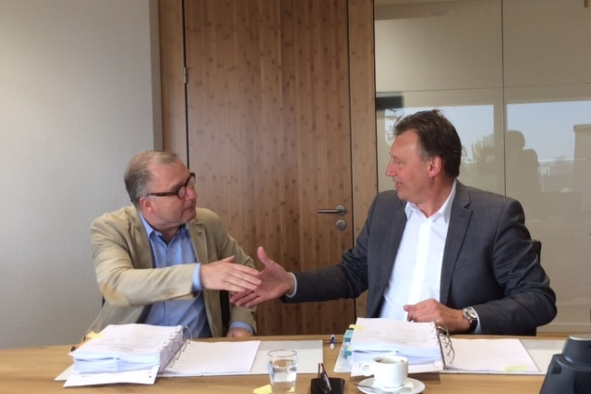 SIF Van Oord contract signing 07